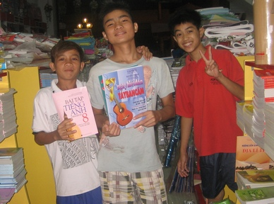 Boys from VS1 with new school books